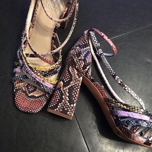 Vince Camuto Winivey Sandals size 10 NEW